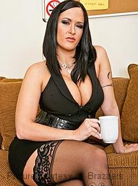 Doppelpenetration der sexy Carmella Bing
